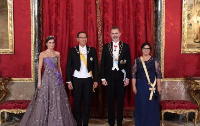 捕金手I着装还是其次,珠宝却十分嚣张的杜丽特总统夫人
