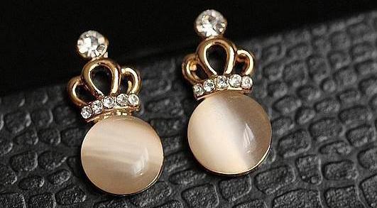 它是珠宝界最贵重的宝石之一:猫眼石